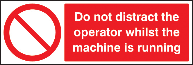 Do not distract the operator whilst machine is running sign